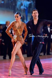 (VIDEO) Standing & Dancing Leg… How To Use Them On A Dance floor? blog article by Marcin Raczynski